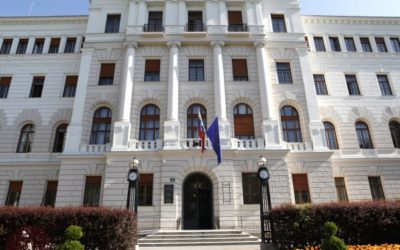 Sodišča opravljajo naroke in odločajo samo v nujnih zadevah